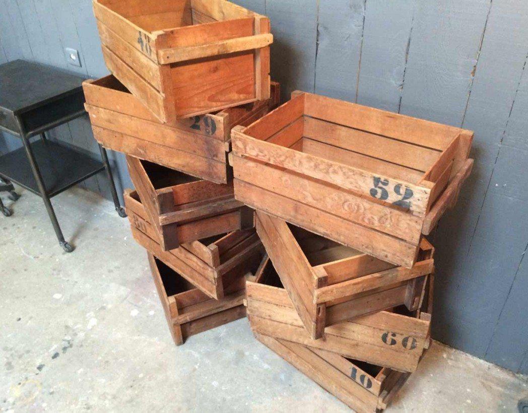 anciennes caisse en bois utilis es dans un atelier de tissage. Black Bedroom Furniture Sets. Home Design Ideas