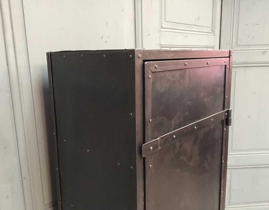 vestiaire rivet 233 atelier 1 porte