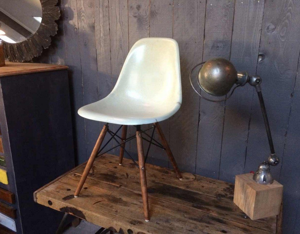 Chaise a bascule eames eames rar rocking chair 1950 for Chaise dsw coussin
