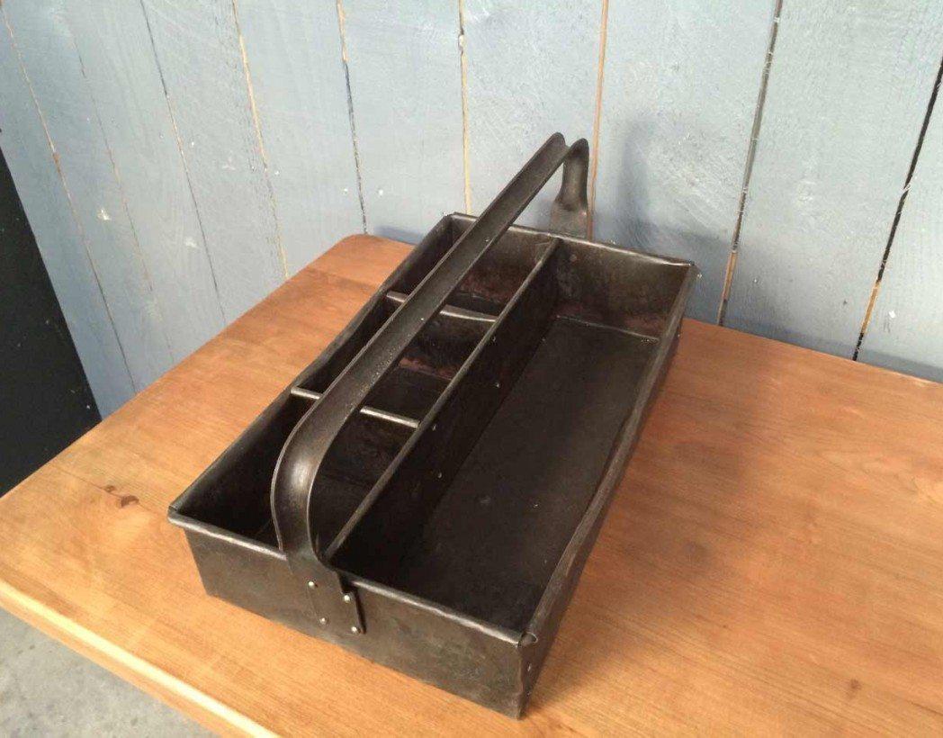 caisse outils ancienne rivet e. Black Bedroom Furniture Sets. Home Design Ideas