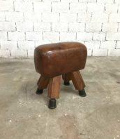 petit cheval arcon gymnastique 5francs 1 1 172x198 - Ancien petit cheval d'arçon en cuir foncé