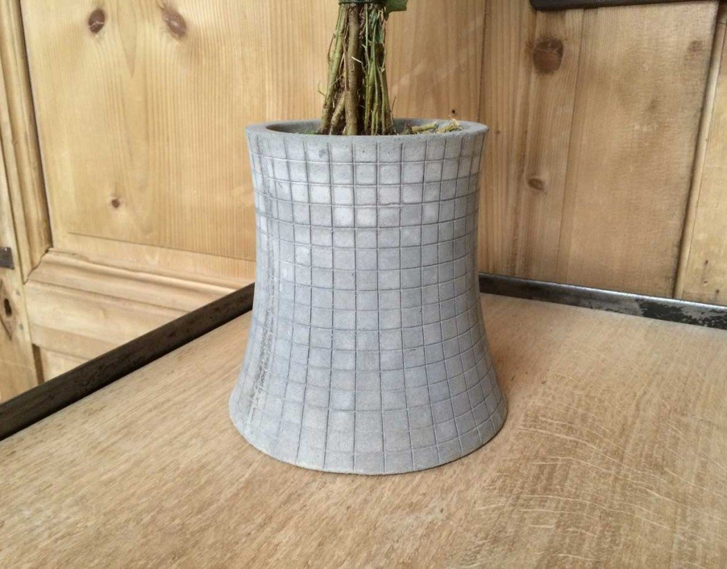 pot-de-fleur-beton-designer-nuclear-plant-5francs-5