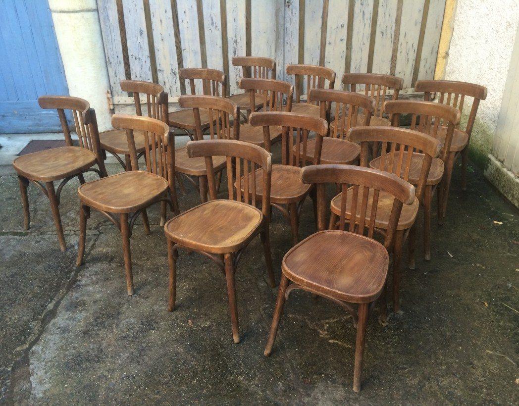 lot 60 chaises bistrot type baumann thonet. Black Bedroom Furniture Sets. Home Design Ideas