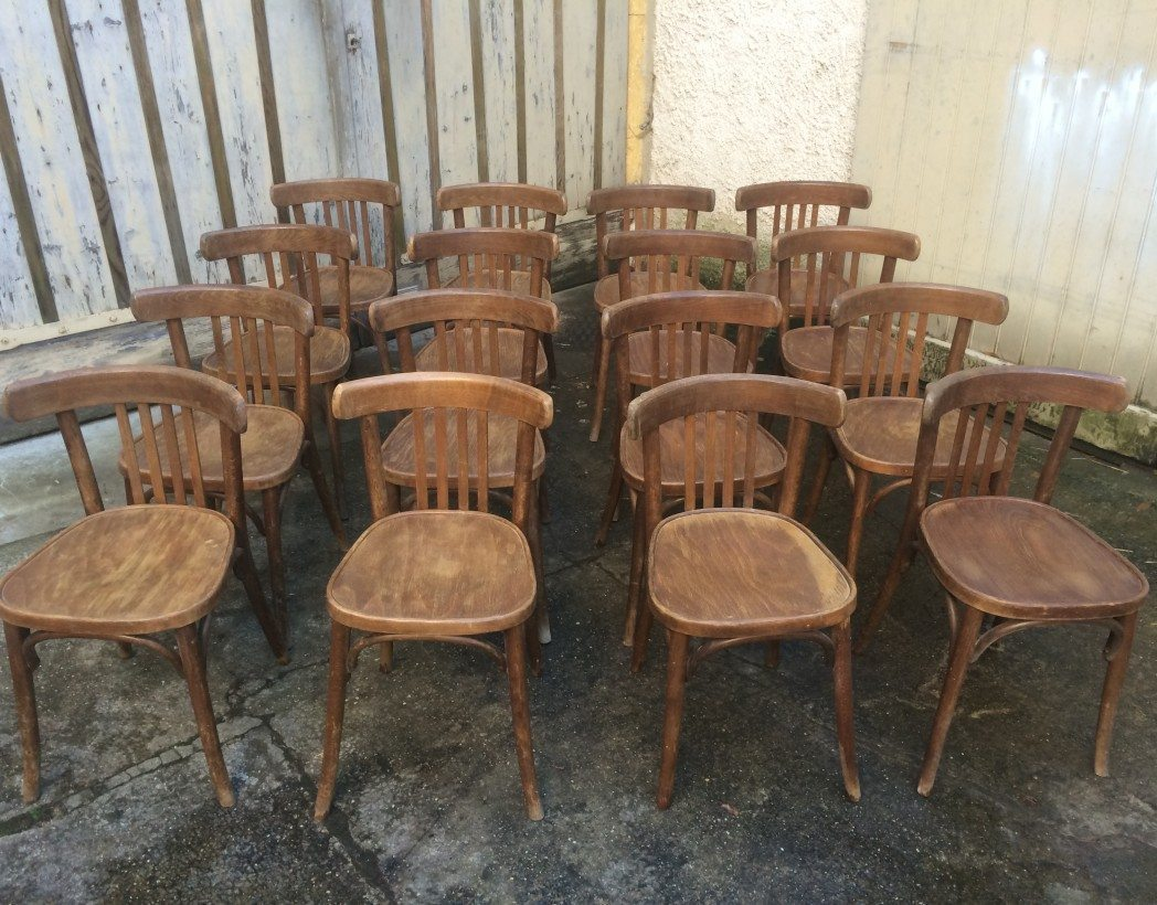 lot 60 chaises bistrot type baumann thonet. Black Bedroom Furniture Sets. Home Design Ideas