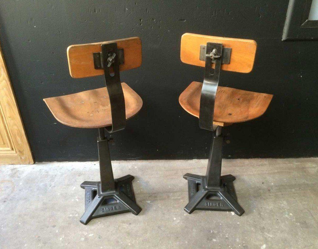 paire d 39 ancienne chaise singer pied eiffel de type d co industrielle. Black Bedroom Furniture Sets. Home Design Ideas