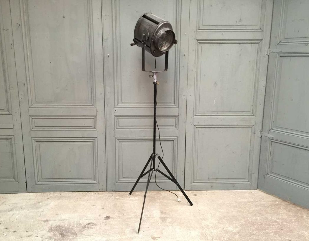projecteur-cremer-trepied-cinema-5francs-2