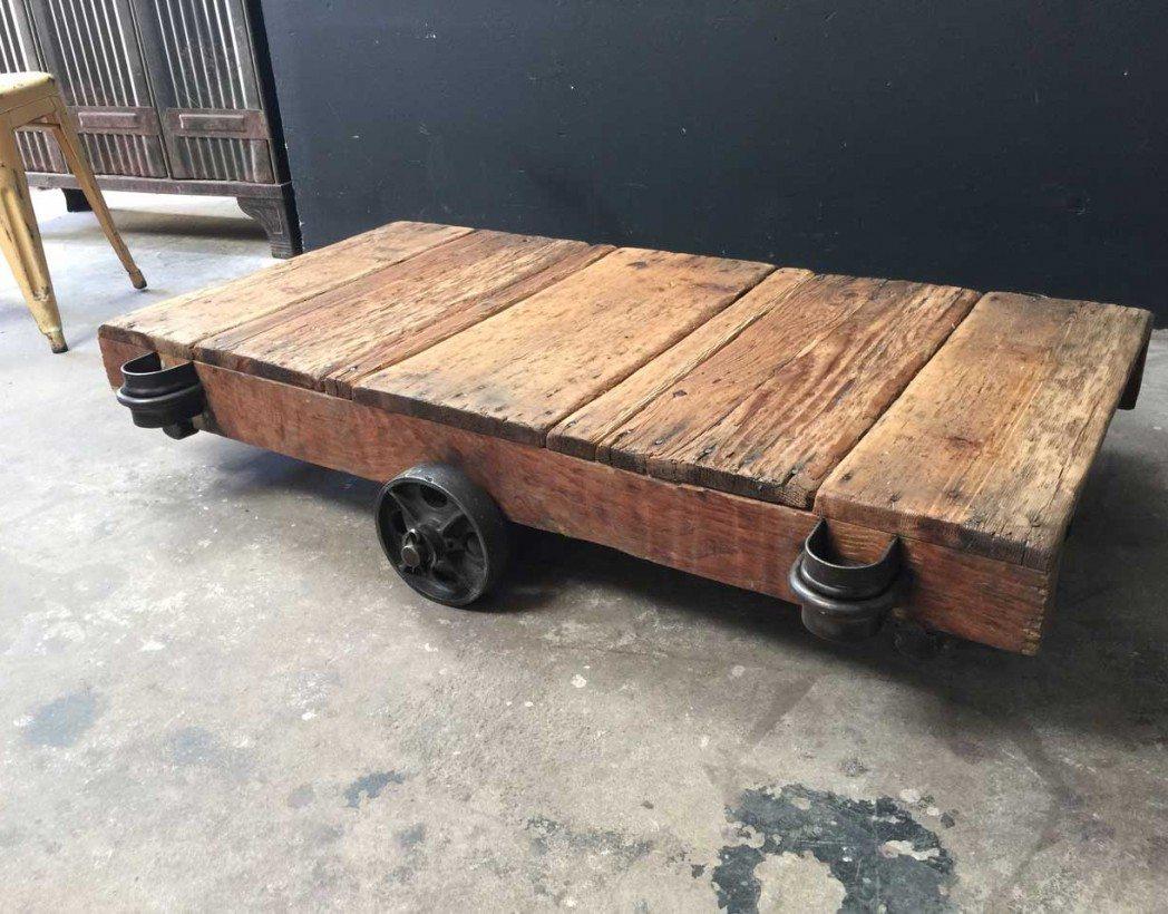 chariot d 39 usine table basse roues en fonte. Black Bedroom Furniture Sets. Home Design Ideas