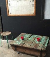 table-basse-palette-industrielle-vintage-patine-5francs-1