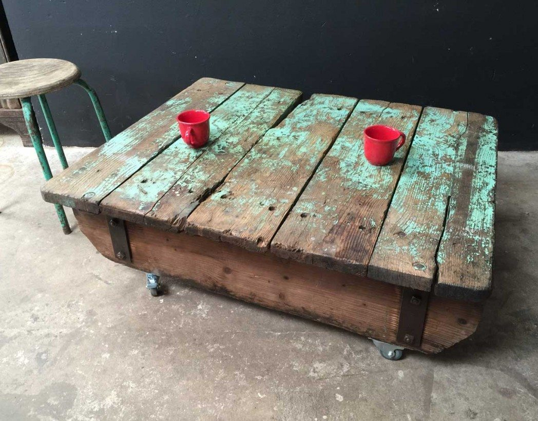 Table basse palette industrielle vintage home design for Table basse roulette industrielle