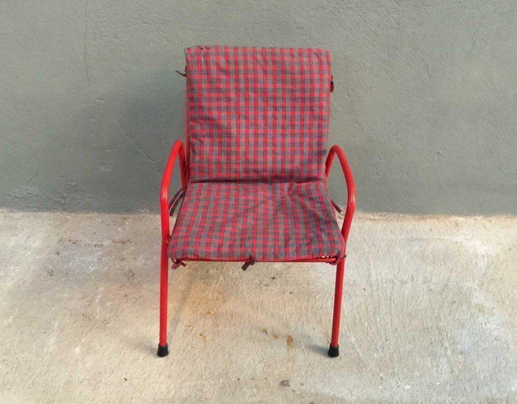 chaise enfant m tal rouge vintage. Black Bedroom Furniture Sets. Home Design Ideas