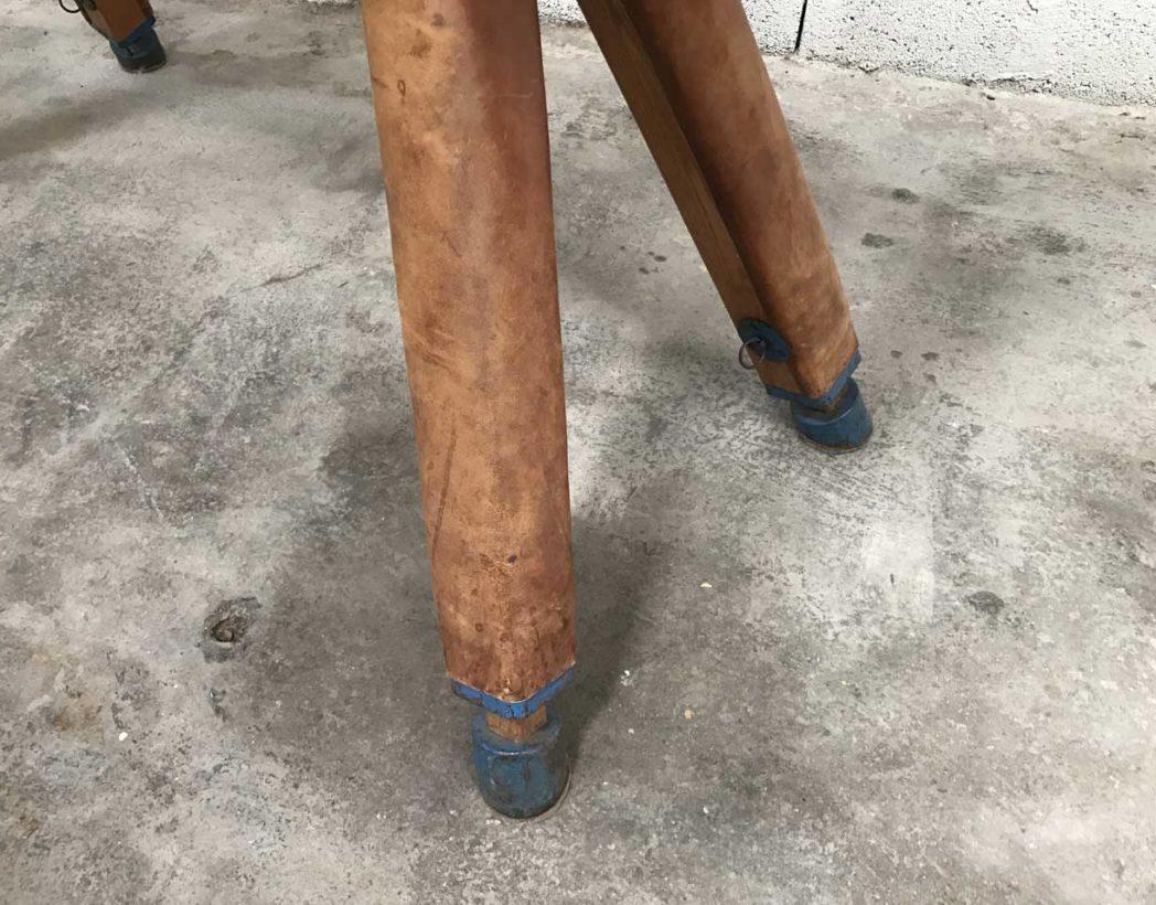ancien-grand-cheval-arcon-cuir-materiel-gymnastique-vintage-5francs-4