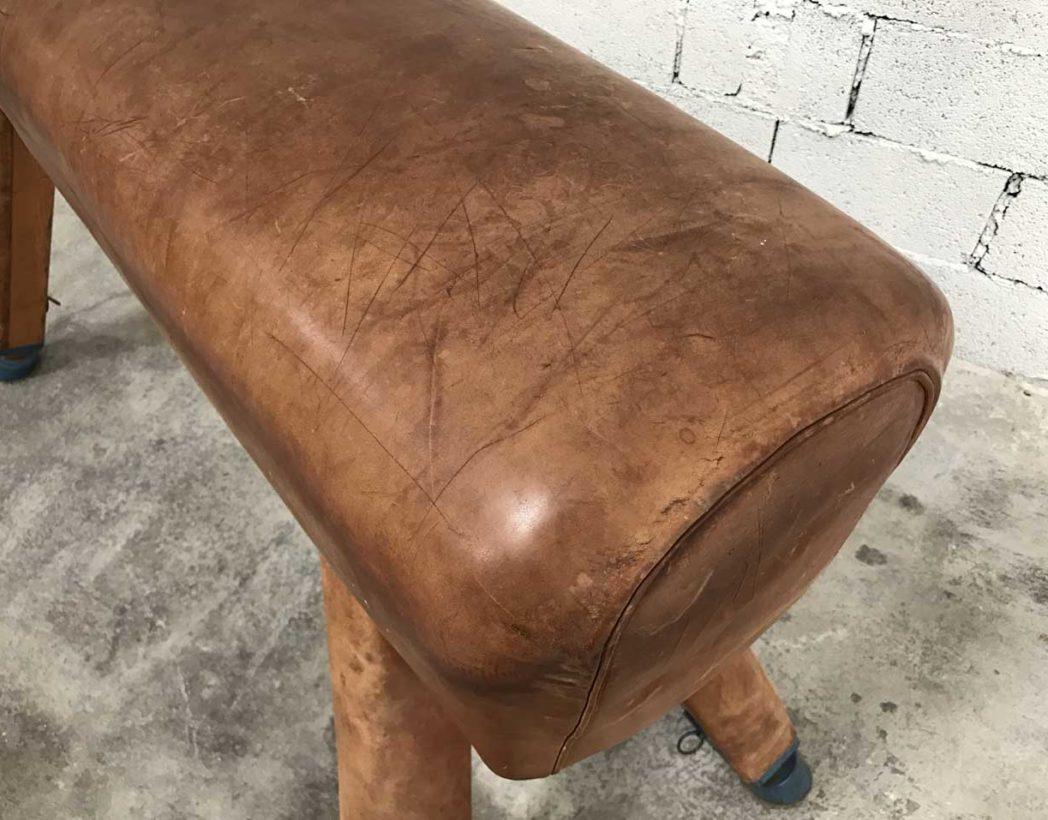 ancien-grand-cheval-arcon-cuir-materiel-gymnastique-vintage-5francs-6