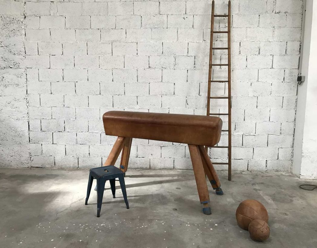 ancien-grand-cheval-arcon-cuir-materiel-gymnastique-vintage-5francs-7