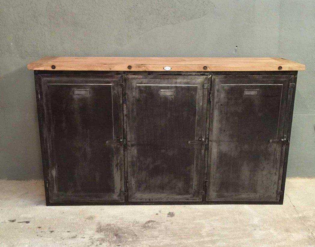 buffet industriel bois et m tal des ann es 40 bois massif. Black Bedroom Furniture Sets. Home Design Ideas
