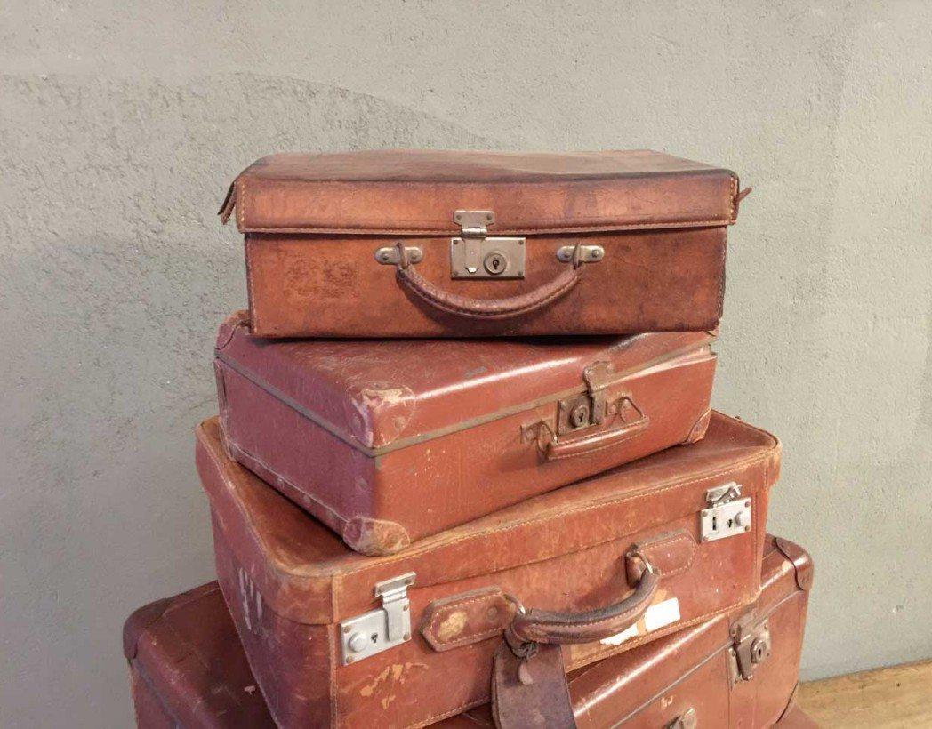 ancienne-valise-vintage-pyramide-cuir-decoration-5francs-3