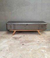 meuble-tv-industriel-vestiaire-design-5francs-1
