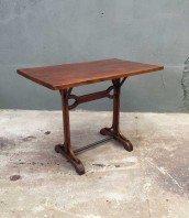 Table industrielle vintage avec pied en bois acier - Table bistrot bois ancienne ...