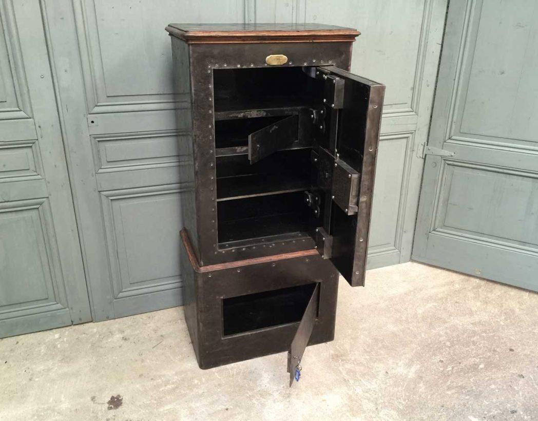 grand coffre fort h delort et cie vers 1870. Black Bedroom Furniture Sets. Home Design Ideas