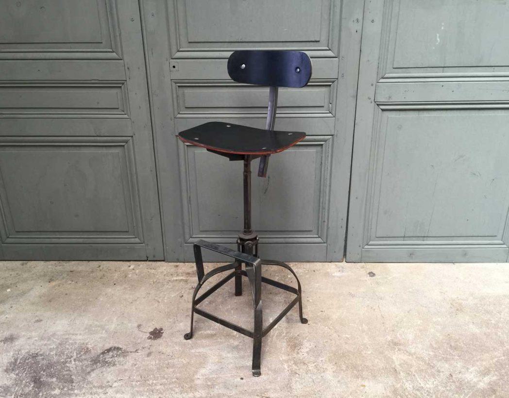 chaise haute bienaise avec assise en cuir noir chaise de type industriel. Black Bedroom Furniture Sets. Home Design Ideas