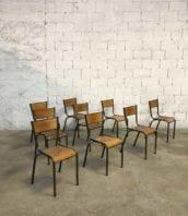 ensemble 32 chaises ecole mullca patine vert noire vintage 5francs 1 172x198 - Ensemble 52 chaises Mullca modèle 510 patine gris