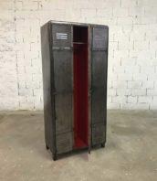 vestiaire industriel decape 3 porte arrondi 5francs 1 1 172x198 - Ancien vestiaire arrondi 3 portes décapé brossé intérieur rouge