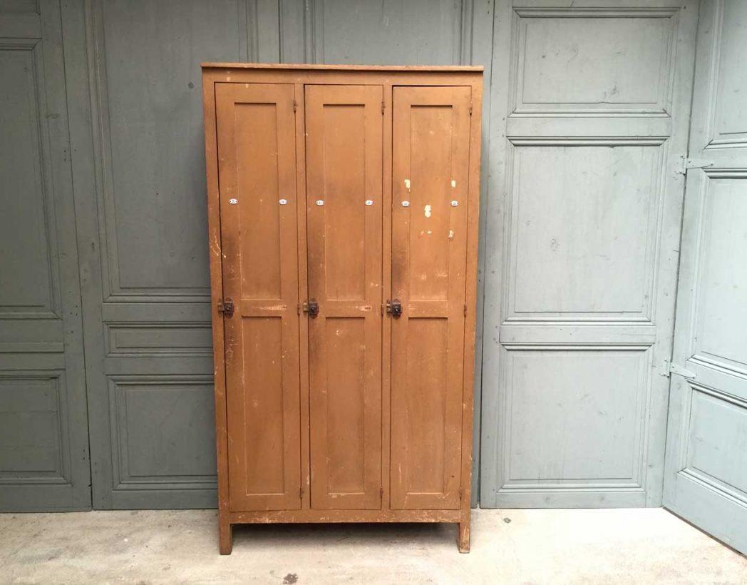 ancien vestiaire d 39 cole en bois. Black Bedroom Furniture Sets. Home Design Ideas