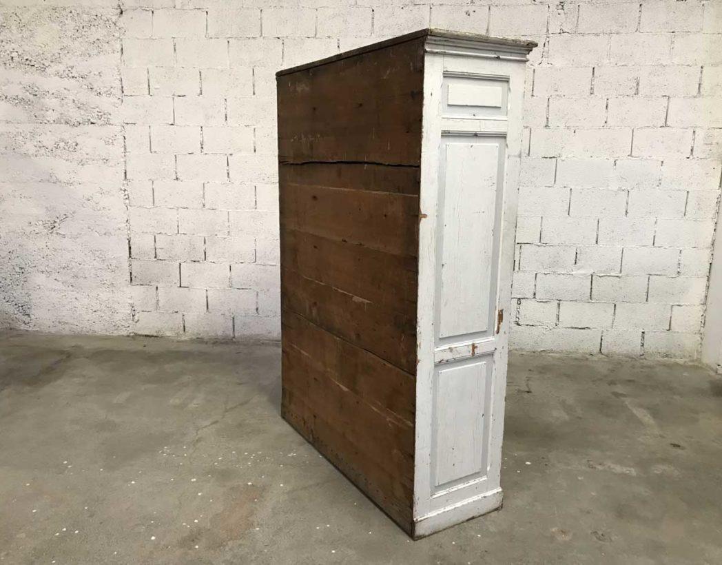 ancien vestiaire d 39 cole en bois 3 portes patine blanche. Black Bedroom Furniture Sets. Home Design Ideas