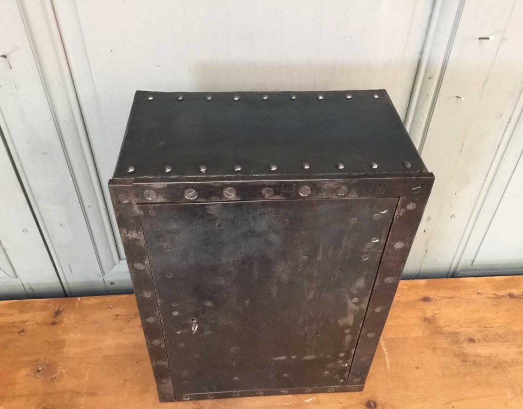 petit-coffre-fort-rivete-1900-5francs-deco-industrielle-4