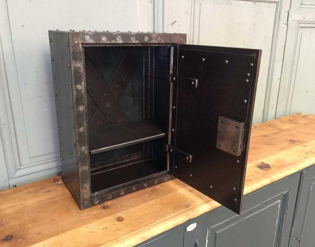 petit-coffre-fort-rivete-1900-5francs-deco-industrielle-7
