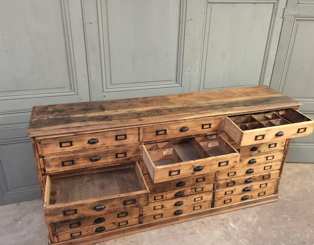 Ancien meuble de m tiers 24 tiroirs for Meuble a tiroir ancien