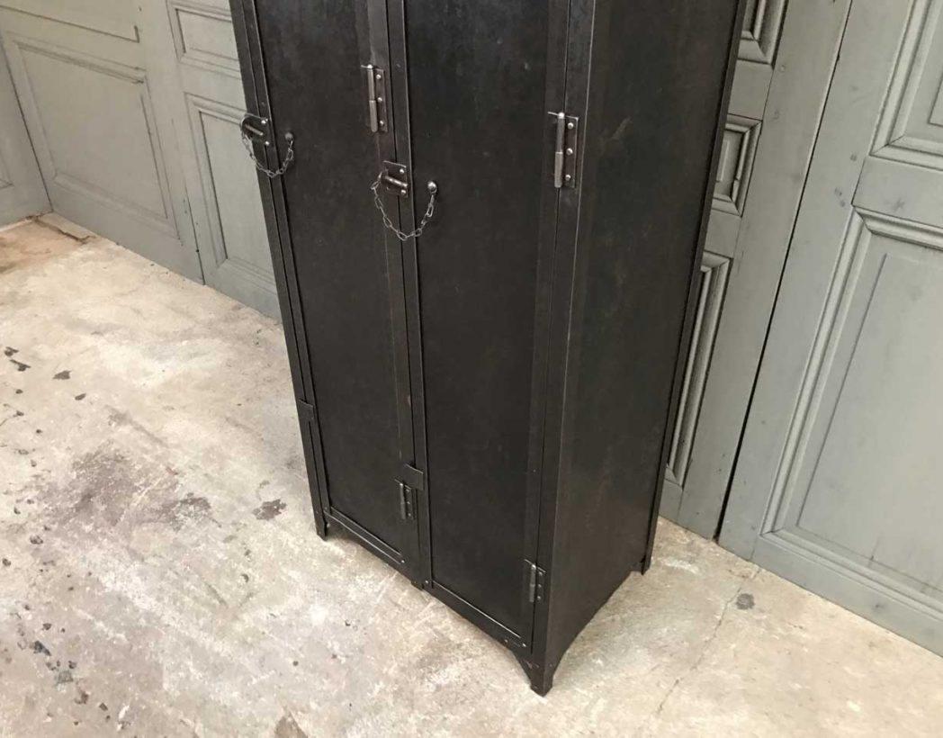 ancien-vestiaire-rivete-2-portes-mobilier-industriel-5francs-3