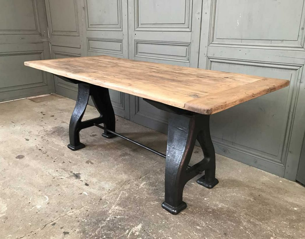 Table industrielle pieds en fonte a for Table industrielle
