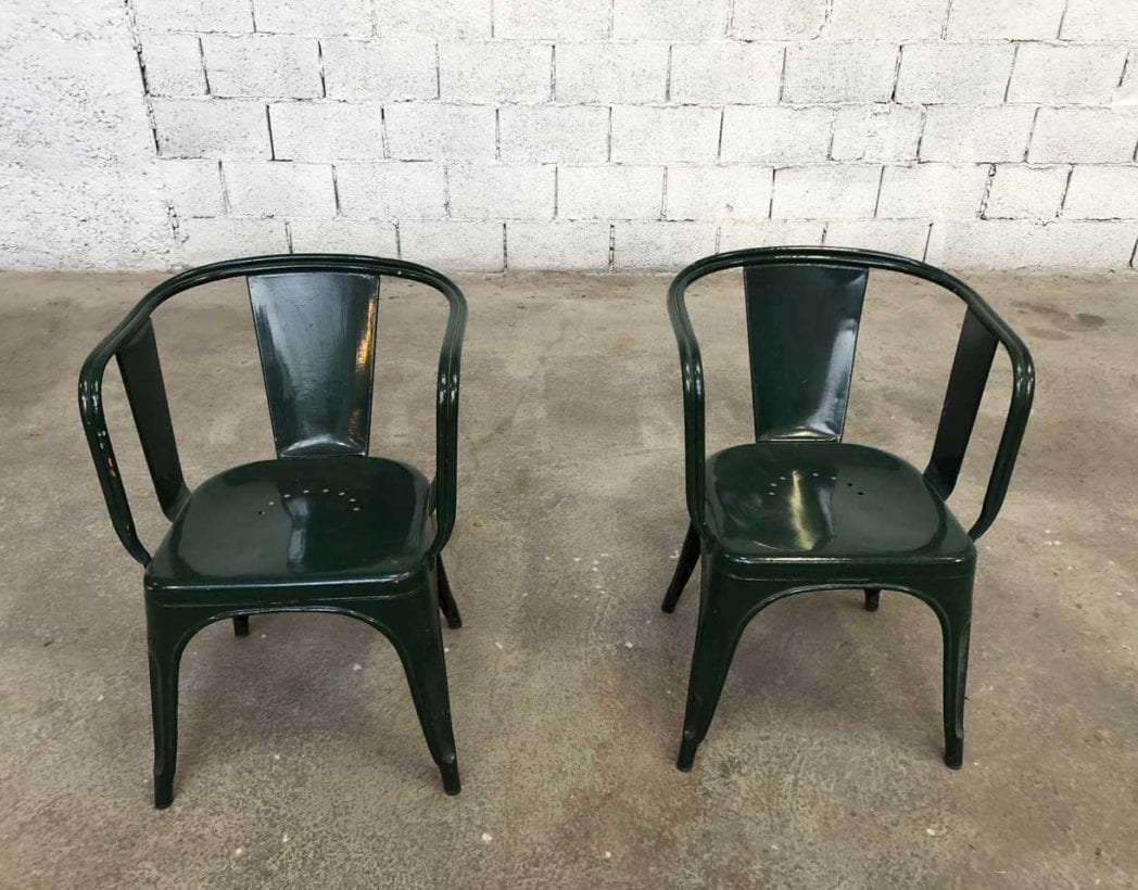 plusieurs v u00e9ritables fauteuils tolix mod u00e8le d patine verte ann u00e9e 50