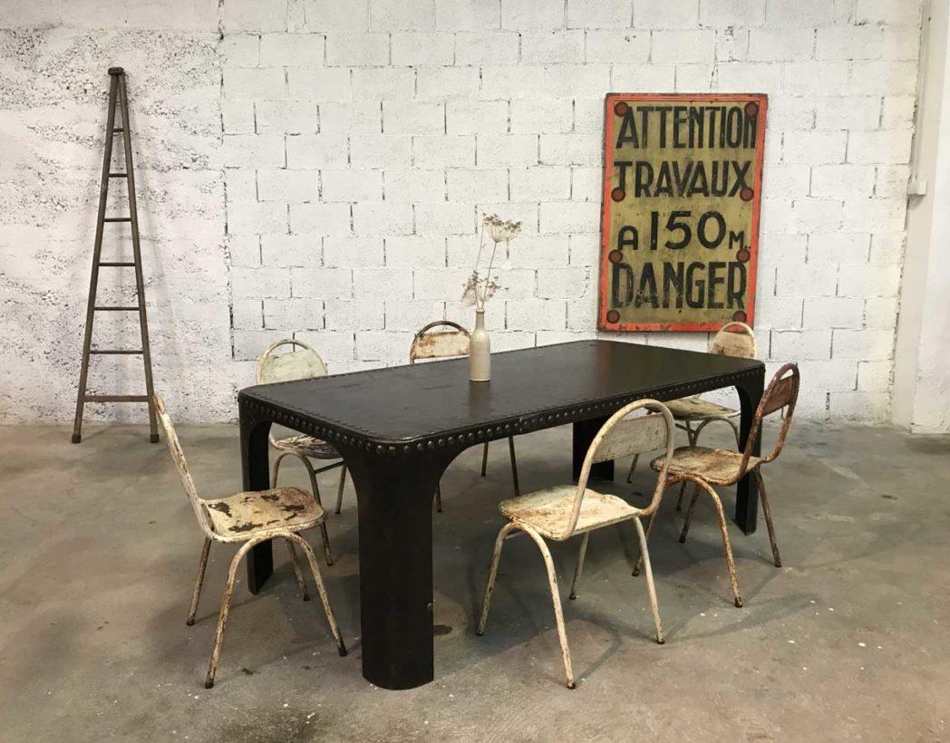 table manger partir d 39 une v ritable cuve rivet e de 1920. Black Bedroom Furniture Sets. Home Design Ideas