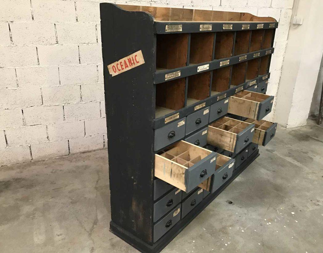 ancien meuble de m tier en bois 30 tiroirs de garage 1930. Black Bedroom Furniture Sets. Home Design Ideas