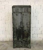 ancien-vestiaire-rivete-2-portes-metal-patine-grise-verte-atelier-industriel-5francs-1
