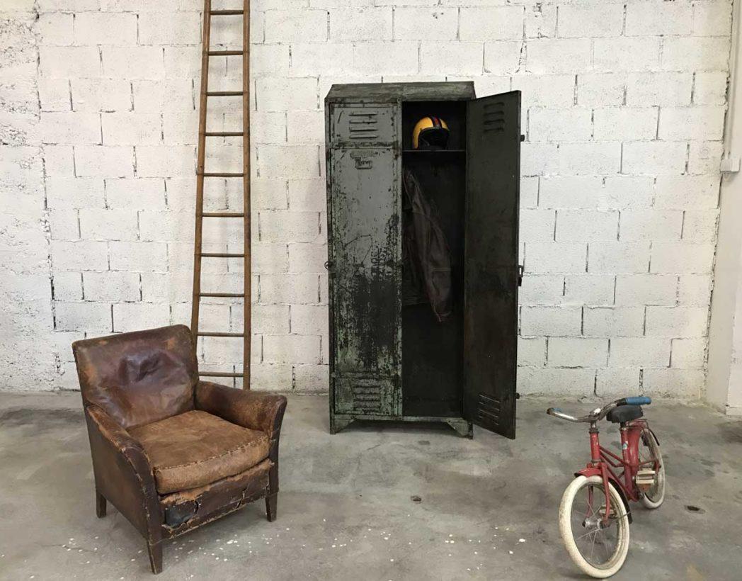 ancien-vestiaire-rivete-2-portes-metal-patine-grise-verte-atelier-industriel-5francs-9