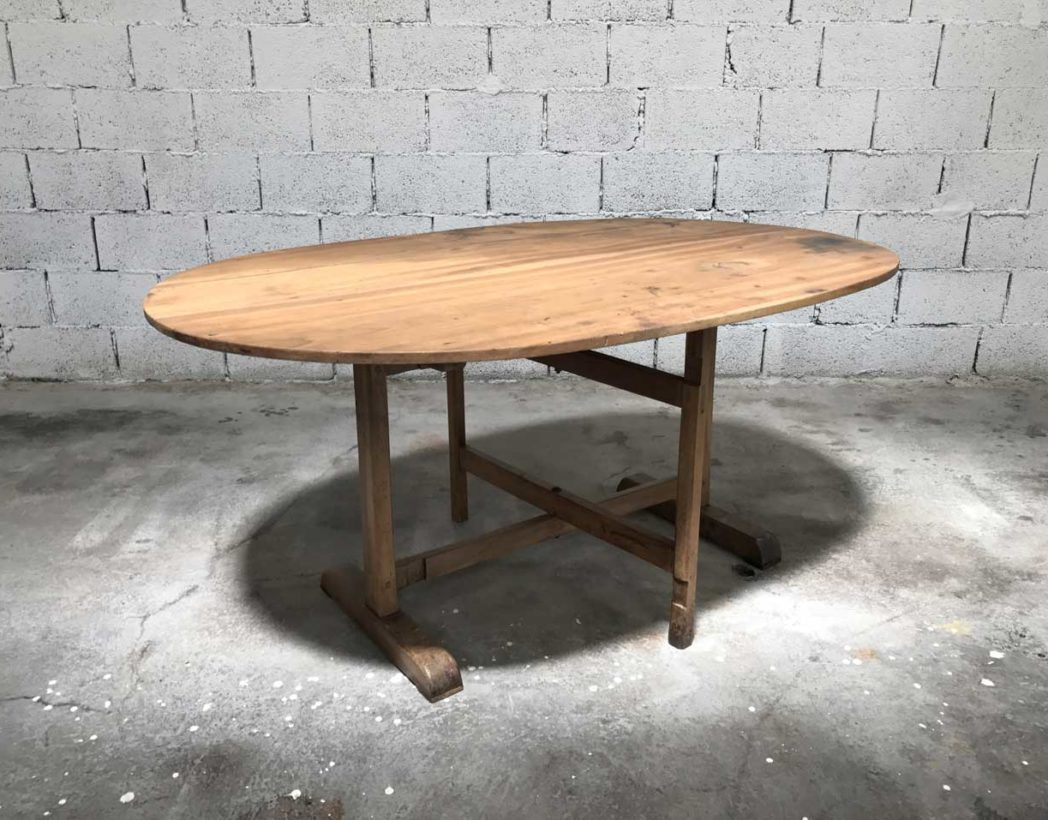 Ancienne table de vigneron for Table ovale ancienne