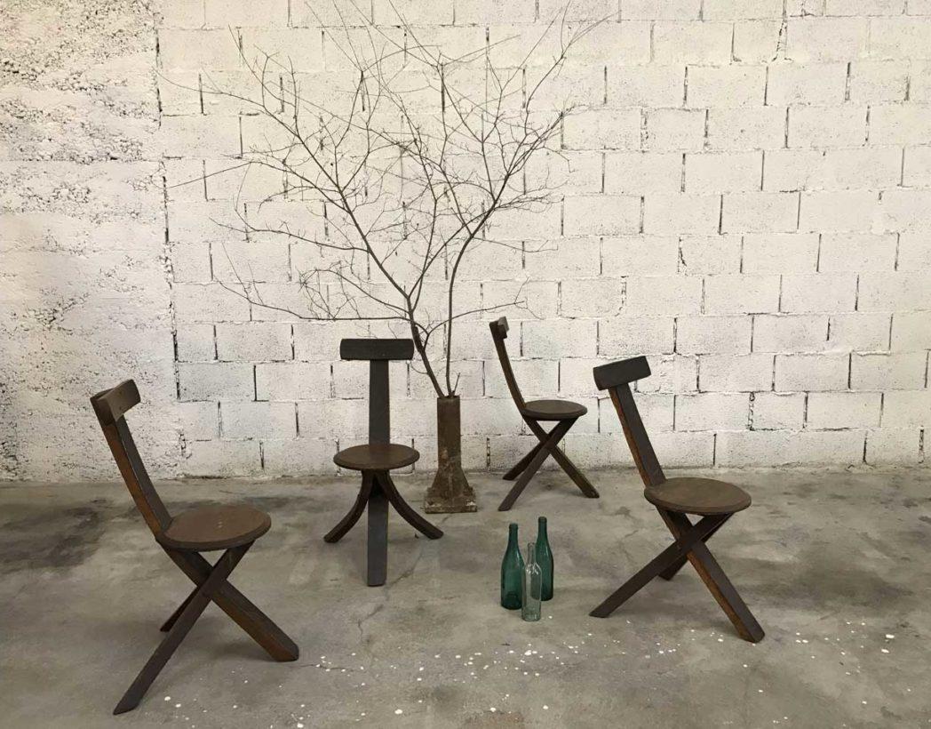 ensemble-4-chaises-primitives-bois-ligne-minimaliste-tripode-5francs-10-1
