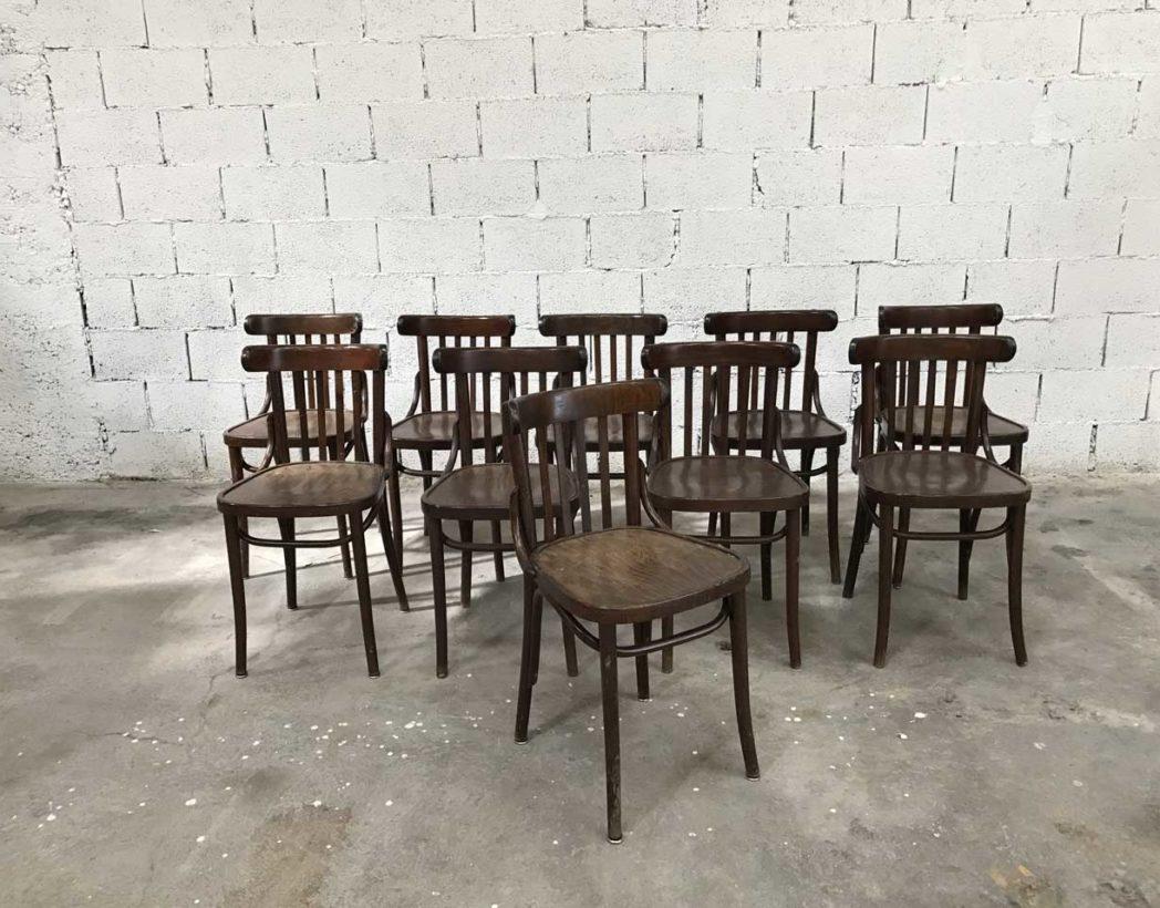 Ensemble de 32 anciennes chaises bistrot fonc es for Chaise bistrot baumann prix