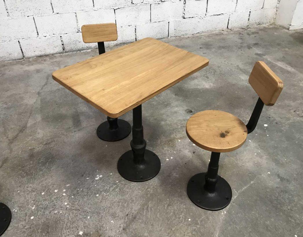 Ensemble tables et chaises d 39 cole en fonte et bois fin 19 me for Table exterieur fonte