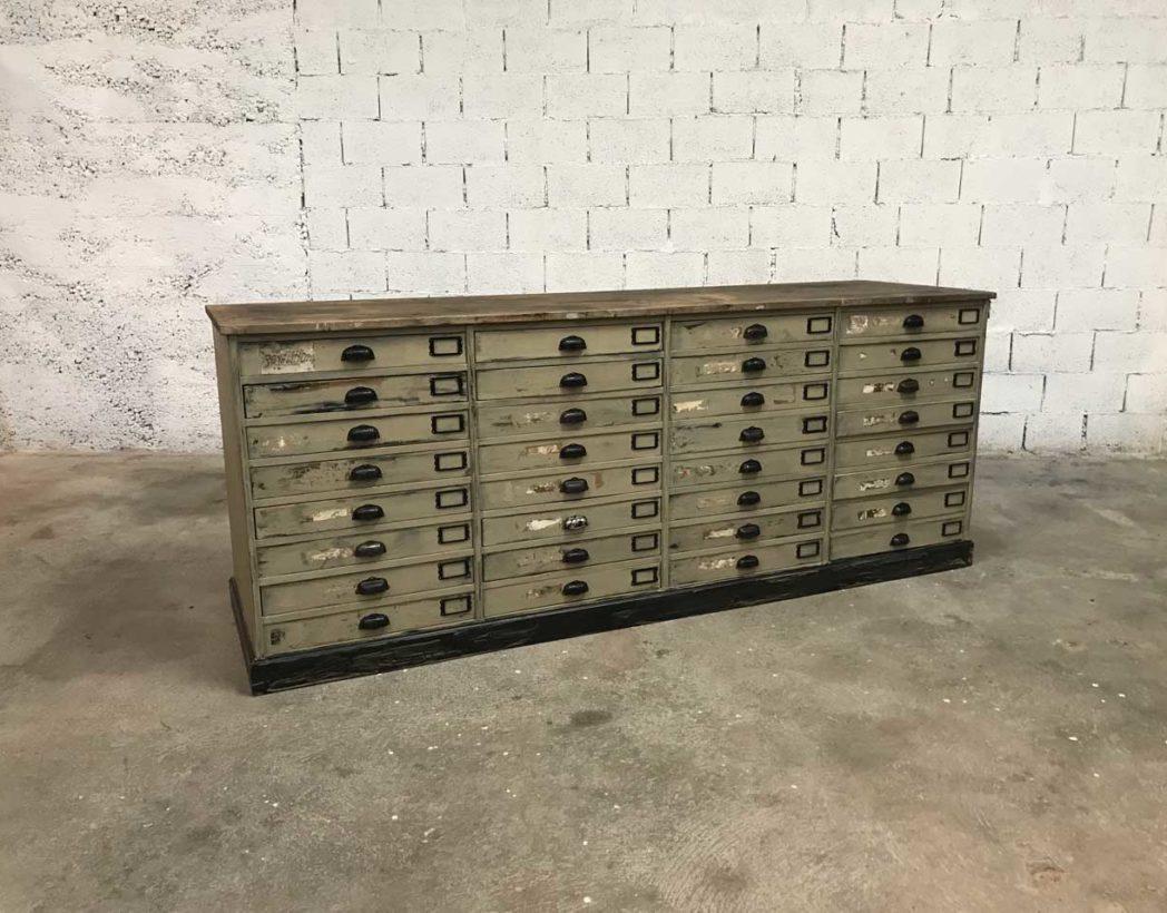 ancienne banque de mercerie double face de 32 tiroirs peinte. Black Bedroom Furniture Sets. Home Design Ideas