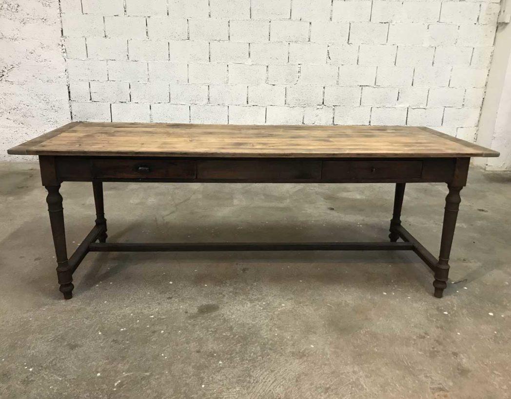 ancienne table ann e 1900 pieds tourn s en bois massif. Black Bedroom Furniture Sets. Home Design Ideas