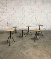 lot 6 tabourets atelier bois metal reglable industriel 5francs 1 172x198 - Lot de tabourets d'atelier tripodes hauteur réglable