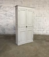 ancienne armoire parisienne patine blanche 5francs 1 172x198 - Ancienne armoire parisienne en pin blanche