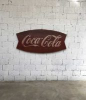 ancienne publicite cocacola fishtail metal usa 5francs 1 172x198 - Ancienne plaque publicitaire Coca Cola Fish Tail 1963