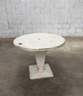 table tolix kub plateau rond 98cm 5francs 1 172x198 - Table industrielle Tolix Kub blanche années 40 plateau diamètre 98cm