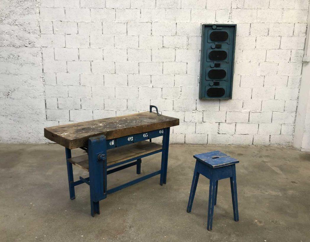Petit Etabli Bois Ancien ancien établi d'atelier en bois et métal avec patine bleue 143 cm