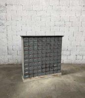Meuble de metier 90 tiroirs metal annee70 longueur 130cm 5francs 1 172x198 - Meuble de métier industriel en métal des années 70 avec 90 tiroirs