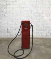 ancienne pompe essence satam petit modele 5francs 1 172x198 - Ancienne pompe à essence SATAM rouge d'atelier